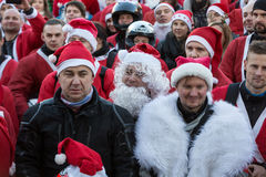 Η παρέλαση των προτάσεων Santa στις μοτοσικλέτες γύρω από το κύριο τετράγωνο αγοράς στην Κρακοβία Πολωνία Στοκ φωτογραφίες με δικαίωμα ελεύθερης χρήσης