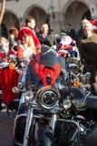 Η παρέλαση των προτάσεων Santa στις μοτοσικλέτες γύρω από το κύριο τετράγωνο αγοράς στην Κρακοβία Πολωνία Στοκ εικόνα με δικαίωμα ελεύθερης χρήσης