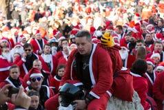 Η παρέλαση των προτάσεων Santa στις μοτοσικλέτες γύρω από το κύριο τετράγωνο αγοράς στην Κρακοβία Πολωνία Στοκ Εικόνες