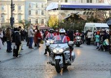 Η παρέλαση των προτάσεων Santa στις μοτοσικλέτες γύρω από το κύριο τετράγωνο αγοράς στην Κρακοβία Στοκ Φωτογραφία