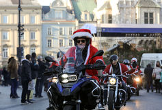 Η παρέλαση των προτάσεων Santa στις μοτοσικλέτες γύρω από το κύριο τετράγωνο αγοράς στην Κρακοβία Στοκ Φωτογραφίες