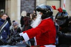 Η παρέλαση των προτάσεων Santa στις μοτοσικλέτες γύρω από το κύριο τετράγωνο αγοράς στην Κρακοβία Στοκ Εικόνα