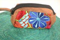 Η παραδοσιακή μεξικάνικη υφαντική τσάντα που γίνεται κοντά παραδίδει το κράτος Chiapas Στοκ φωτογραφία με δικαίωμα ελεύθερης χρήσης
