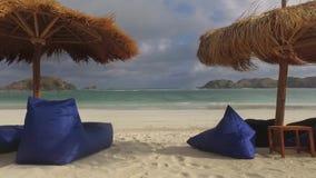Η παραλία άμμου και χαλαρώνει φιλμ μικρού μήκους