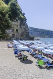 Η παραλία στην ακτή Ιταλία της Αμάλφης Στοκ φωτογραφία με δικαίωμα ελεύθερης χρήσης