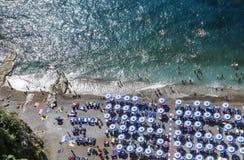 Η παραλία στην ακτή Vico Equense της Αμάλφης Ιταλία Στοκ Φωτογραφίες