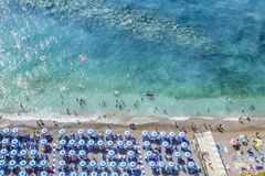 Η παραλία στην ακτή Vico Equense της Αμάλφης Ιταλία Στοκ Εικόνες
