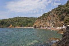 Η παραλία άμμου και χαλικιών Mogren σε Budva στοκ εικόνες