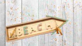 Η παραλία επιγραφής στο ξύλινο σημάδι Στοκ Εικόνες