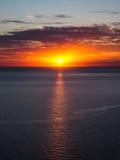 Η παραλία Μαύρης Θάλασσας κοντά στην πόλη Anapa, περιοχή Krasnodar της Ρωσίας στο ηλιοβασίλεμα Στοκ Εικόνα