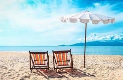 η παραλία προεδρεύει κο&nu όμορφες νεολαίες γυναικών διακοπών λιμνών έννοιας Στοκ εικόνα με δικαίωμα ελεύθερης χρήσης