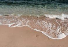 Η παραλία στην ημέρα ηλιοφάνειας στοκ εικόνες