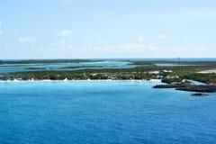 Η παραλία στη μισή κοραλλιογενή νήσο φεγγαριών στις Μπαχάμες Στοκ φωτογραφίες με δικαίωμα ελεύθερης χρήσης