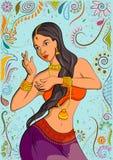 Η παραδοσιακή ινδική γυναίκα στο χορό θέτει Στοκ εικόνες με δικαίωμα ελεύθερης χρήσης