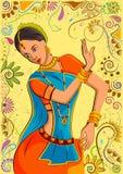 Η παραδοσιακή ινδική γυναίκα στο χορό θέτει Στοκ φωτογραφίες με δικαίωμα ελεύθερης χρήσης