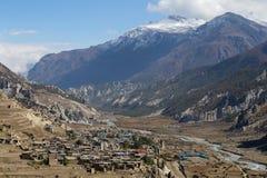 Η παραδοσιακή πέτρα χτίζει το χωριό Manang Βουνά στην ανασκόπηση Περιοχή Annapurna, Ιμαλάια, Νεπάλ Στοκ Εικόνες