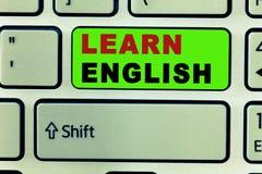 Η παρουσίαση σημαδιών κειμένων μαθαίνει τα αγγλικά Η εννοιολογική καθολική γλωσσική εύκολη επικοινωνία φωτογραφιών και καταλαβαίν στοκ φωτογραφία