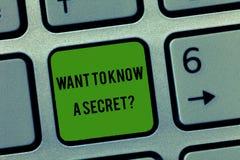 Η παρουσίαση σημειώσεων γραψίματος θέλει να ξέρει μια μυστική ερώτηση Επίδειξη επιχειρησιακών φωτογραφιών για να αποκαλύψει εμπισ στοκ φωτογραφίες με δικαίωμα ελεύθερης χρήσης