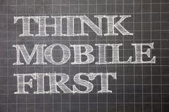 Η παρουσίαση σημειώσεων γραψίματος σκέφτεται ότι η κινητή πρώτη επίδειξη επιχειρησιακών φωτογραφιών φορητή επινοεί τη φορητή τηλε στοκ εικόνες