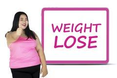 Η παχιά γυναίκα με το κείμενο του βάρους χάνει Στοκ εικόνες με δικαίωμα ελεύθερης χρήσης