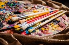 Η παλέτα καλλιτεχνών στην έννοια τέχνης στοκ εικόνες