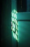 Η παλαιά λαβή πορτών στο σκοτεινό δωμάτιο Στοκ φωτογραφία με δικαίωμα ελεύθερης χρήσης
