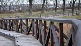 Η παλαιά γέφυρα από το δέκατο όγδοο αιώνα σε καλή κατάσταση κατά τη διάρκεια των χειμερινών ημερών στο φρούριο Petrovaradin στοκ φωτογραφία
