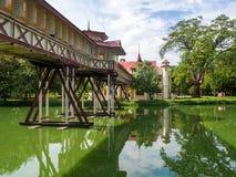 Η παλαιά γέφυρα στο παλάτι Sanam Chandra στην επαρχία Nakhon Pathom της Ταϊλάνδης Οι τουρίστες επισκέπτονται συχνά εδώ Στοκ Εικόνα