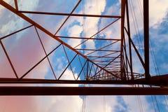 Η παλαιά γραμμή ηλεκτρικής μετάδοσης Στοκ Φωτογραφία