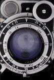 Η παλαιά εκλεκτής ποιότητας κάμερα φακών εξετάζει σας, κινηματογράφηση σε πρώτο πλάνο Στοκ φωτογραφίες με δικαίωμα ελεύθερης χρήσης