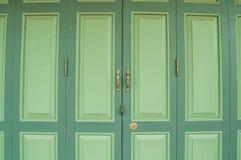 Η παλαιά ξύλινη πόρτα στην Ταϊλάνδη Στοκ φωτογραφίες με δικαίωμα ελεύθερης χρήσης
