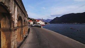 Η παλαιά πόλη Perast στην ακτή του κόλπου Kotor, Μαυροβούνιο Θόριο απόθεμα βίντεο