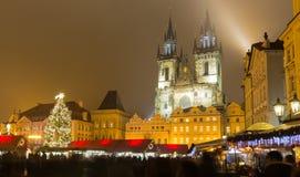 Η παλαιά πλατεία της πόλης στην Πράγα στη χειμερινή νύχτα Στοκ φωτογραφία με δικαίωμα ελεύθερης χρήσης