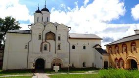 Η παλαιά ρωσική αρχιτεκτονική είναι η εκκλησία και τα κτήρια μοναστηριών 15-17 αιώνων η ιστορική περιοχή της Ρωσίας φιλμ μικρού μήκους