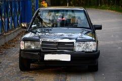 Η παλαιά χτυπημένη Mercedes Στοκ φωτογραφία με δικαίωμα ελεύθερης χρήσης