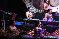Η πείρα παίζει gamelan στοκ εικόνα