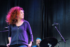 Η περίπτωση Neko, αμερικανικός τραγουδιστής-τραγουδοποιός, αποδίδει στο υγιές το 2013 φεστιβάλ της Heineken Primavera Στοκ Εικόνα