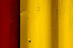 Η περίληψη χρωμάτισε το κόκκινο και κίτρινο φύλλο μετάλλων σιδήρου Στοκ Εικόνες