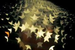 Η περίληψη bokeh και το σχέδιο φλογών φακών στη μορφή αστεριών με το εκλεκτής ποιότητας φίλτρο θόλωσαν το υπόβαθρο Στοκ εικόνες με δικαίωμα ελεύθερης χρήσης