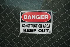 Η περιοχή κατασκευής κινδύνου, κρατά έξω Στοκ Εικόνα