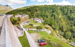 Η περιοχή χώρων στάθμευσης της λίμνης Ritom Στοκ φωτογραφία με δικαίωμα ελεύθερης χρήσης