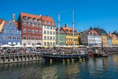 Η περιοχή Nyhavn είναι ένα από τα διασημότερα ορόσημα σε Copenhage Στοκ Φωτογραφία