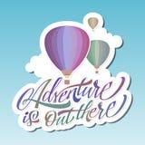 Η περιπέτεια είναι εκεί έξω αέρας baloon καυτός εγγραφή sticker διανυσματική απεικόνιση