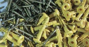 Η περιστροφή των βιδών και των γόμφων φιλμ μικρού μήκους