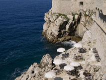 Η περιτοιχισμένη πόλη Dubrovnic στην Κροατία Ευρώπη αυτό είναι ένα από τα πιό ευχάριστα τουριστικά θέρετρα της Μεσογείου Το Dubro Στοκ εικόνα με δικαίωμα ελεύθερης χρήσης