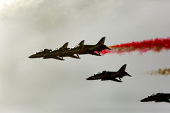 Η πετώντας επίδειξη και aerobatic παρουσιάζει της επίδειξης τ Al Fursan Ε.Α.Ε. Στοκ Φωτογραφία