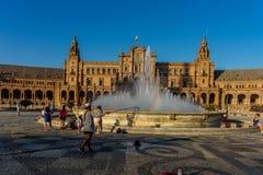 Η πηγή νερού plaza de espana στη Σεβίλη, Ισπανία, Ευρώπη Στοκ εικόνα με δικαίωμα ελεύθερης χρήσης