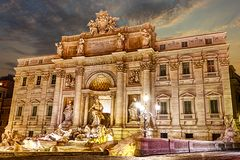 Η πηγή TREVI στο ηλιοβασίλεμα, Ρώμη, Ιταλία στοκ φωτογραφίες