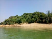 η πλευρά ποταμών κοιτάζει έτσι επιζητά στοκ εικόνα με δικαίωμα ελεύθερης χρήσης