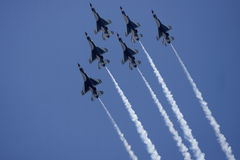 η πολεμική αεροπορία εμφανίζει USAF thunderbirds Στοκ εικόνες με δικαίωμα ελεύθερης χρήσης